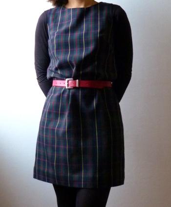 Une robe droite en tartan
