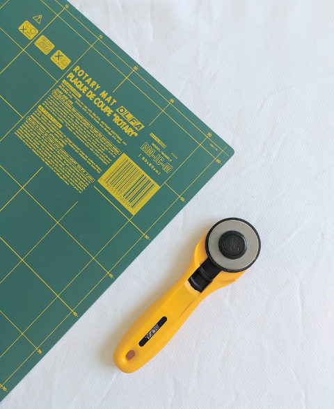 essential tool to start sewing rotary cutter